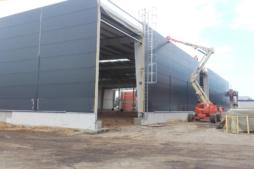 wykonywanie obudowy ścian hali-hala magazynowa z częścią socjalno-biurową, Firma AMP Polska, budowa w Częstochowie